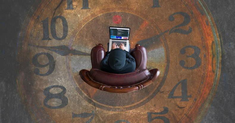 homem-laptop-cadeira