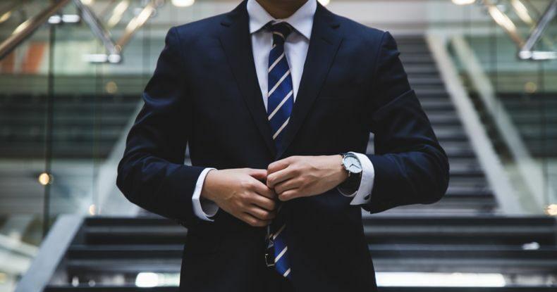 Homem de terno e gravata