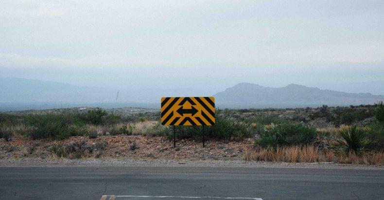 estrada-placa-bifurcação